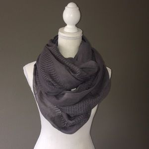 Accessories - Gray infinity scarf NWOT